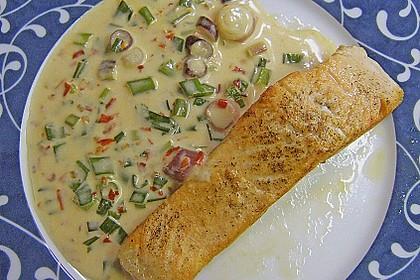 Fischfilets mit Zwiebel - Chili - Sahne - Sauce 4