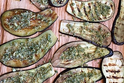 Auberginenröllchen mit Mozzarella und Tomatensauce 5