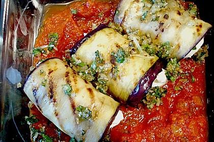 Auberginenröllchen mit Mozzarella und Tomatensauce 1