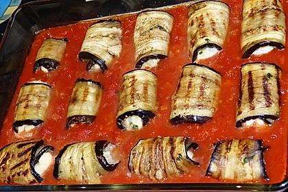 Auberginenröllchen mit Mozzarella und Tomatensauce 2