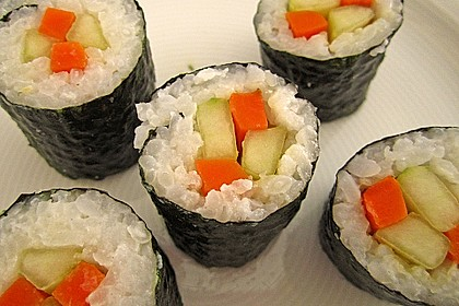 Sushi mit Möhren- und Gurkenfüllung 0