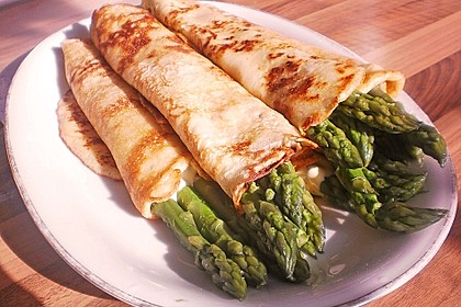 Spargel in Parmesancrêpes 2