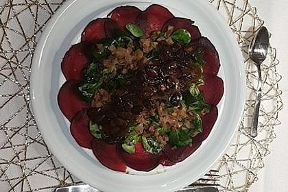 Carpaccio von Roter Bete mit Feldsalat, Birnen und Kürbiskernkrokant 28