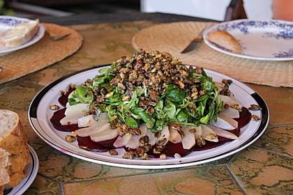 Carpaccio von Roter Bete mit Feldsalat, Birnen und Kürbiskernkrokant 5