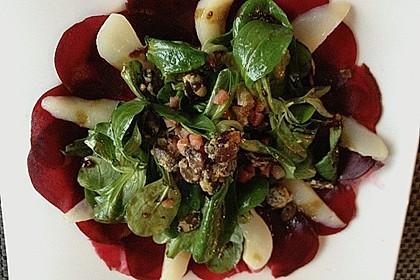 Carpaccio von Roter Bete mit Feldsalat, Birnen und Kürbiskernkrokant 22