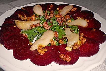 Carpaccio von Roter Bete mit Feldsalat, Birnen und Kürbiskernkrokant 14