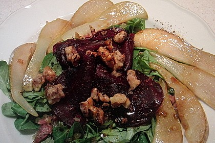 Carpaccio von Roter Bete mit Feldsalat, Birnen und Kürbiskernkrokant 40