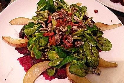 Carpaccio von Roter Bete mit Feldsalat, Birnen und Kürbiskernkrokant 29