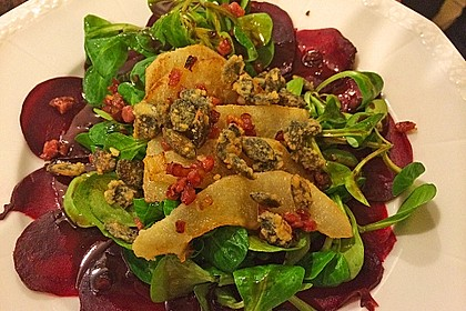 Carpaccio von Roter Bete mit Feldsalat, Birnen und Kürbiskernkrokant 16