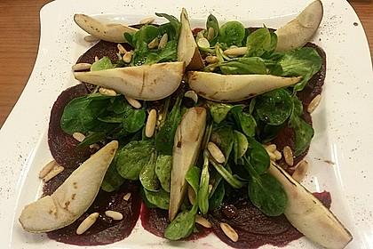Carpaccio von Roter Bete mit Feldsalat, Birnen und Kürbiskernkrokant 42