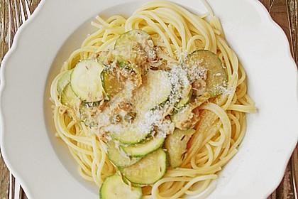 Spaghetti mit Zucchini - Thunfisch - Soße 1