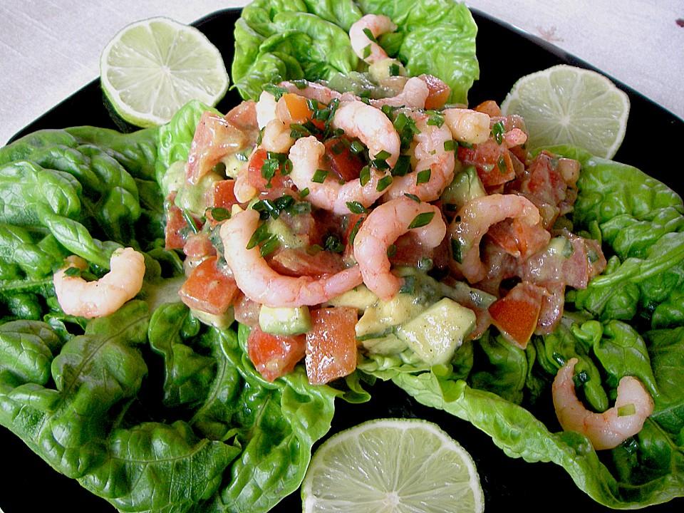 Salat mit garnelen und mais