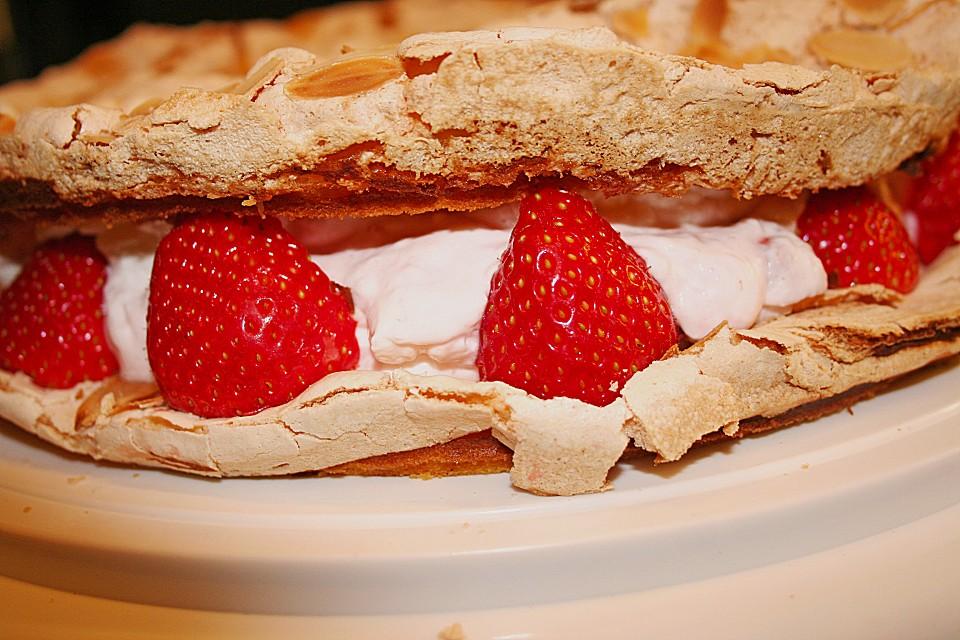 Erdbeer torte baiser