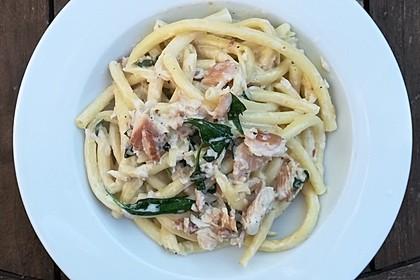 Spaghetti mit Frischkäse und geräucherter Forelle 3