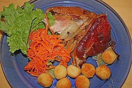 Knusprig gebratene Schweinshaxen 13
