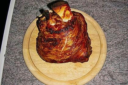 Knusprig gebratene Schweinshaxen 30