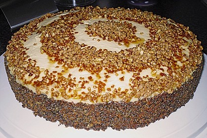 Illes super schneller Mohnkuchen ohne Boden mit Paradiescreme und Haselnusskrokant 9
