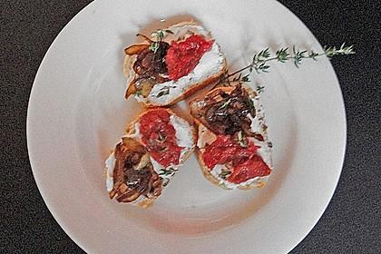 Crostini mit Ziegenfrischkäse, Zwiebeln und Feigenkonfitüre 11