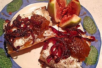 Crostini mit Ziegenfrischkäse, Zwiebeln und Feigenkonfitüre 7