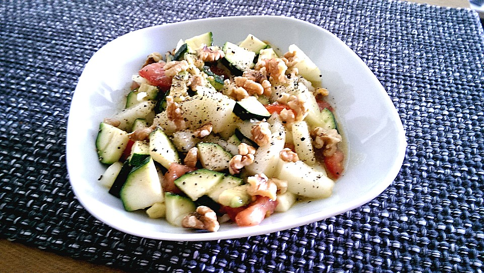 sommersalat mit zucchini tomaten und melone rezept mit bild. Black Bedroom Furniture Sets. Home Design Ideas
