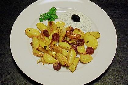 Ofenkartoffeln mit Zwiebeln, Chorizo und Sauerrahm - Paprika - Dip 3