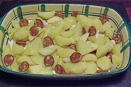 Ofenkartoffeln mit Zwiebeln, Chorizo und Sauerrahm - Paprika - Dip 22