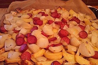 Ofenkartoffeln mit Zwiebeln, Chorizo und Sauerrahm - Paprika - Dip 14