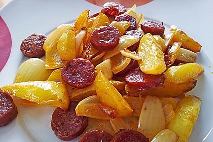 Ofenkartoffeln mit Zwiebeln, Chorizo und Sauerrahm - Paprika - Dip