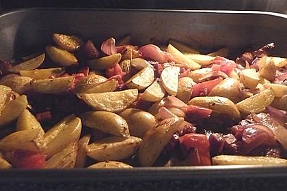 Ofenkartoffeln mit Zwiebeln, Chorizo und Sauerrahm - Paprika - Dip 5