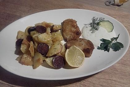 Ofenkartoffeln mit Zwiebeln, Chorizo und Sauerrahm - Paprika - Dip 21