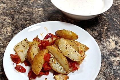 Ofenkartoffeln mit Zwiebeln, Chorizo und Sauerrahm - Paprika - Dip 7