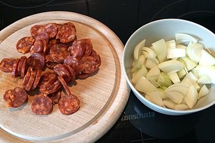 Ofenkartoffeln mit Zwiebeln, Chorizo und Sauerrahm - Paprika - Dip 23