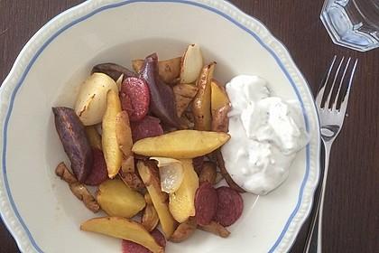 Ofenkartoffeln mit Zwiebeln, Chorizo und Sauerrahm - Paprika - Dip 8