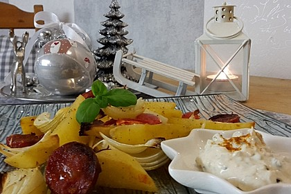 Ofenkartoffeln mit Zwiebeln, Chorizo und Sauerrahm - Paprika - Dip 15