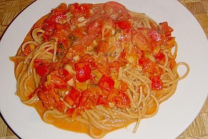 Spaghetti in cremiger Paprika - Tomaten - Frühlingszwiebel - Sauce 46