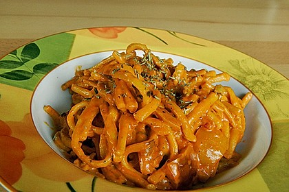 Spaghetti in cremiger Paprika - Tomaten - Frühlingszwiebel - Sauce 34
