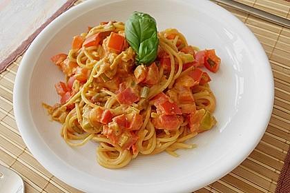 Spaghetti in cremiger Paprika - Tomaten - Frühlingszwiebel - Sauce 6