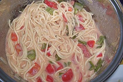 Spaghetti in cremiger Paprika - Tomaten - Frühlingszwiebel - Sauce 38
