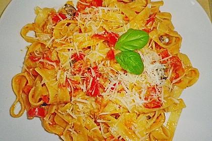 Spaghetti in cremiger Paprika - Tomaten - Frühlingszwiebel - Sauce 23