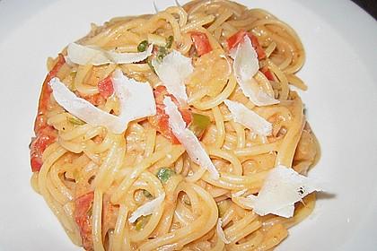 Spaghetti in cremiger Paprika - Tomaten - Frühlingszwiebel - Sauce 36