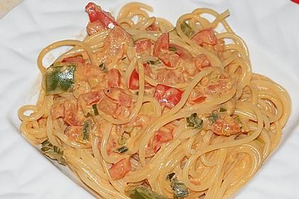 Spaghetti in cremiger Paprika - Tomaten - Frühlingszwiebel - Sauce 9