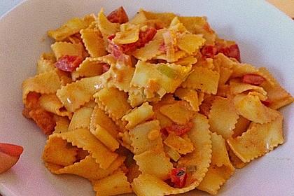 Spaghetti in cremiger Paprika - Tomaten - Frühlingszwiebel - Sauce 33