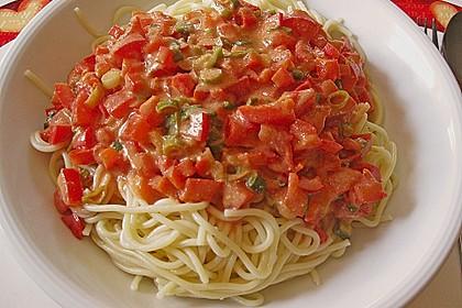 Spaghetti in cremiger Paprika - Tomaten - Frühlingszwiebel - Sauce 11