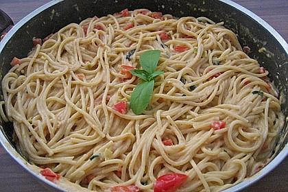 Spaghetti in cremiger Paprika - Tomaten - Frühlingszwiebel - Sauce 21