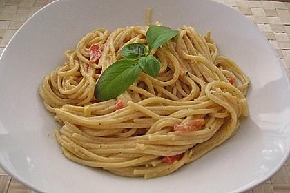 Spaghetti in cremiger Paprika - Tomaten - Frühlingszwiebel - Sauce 20