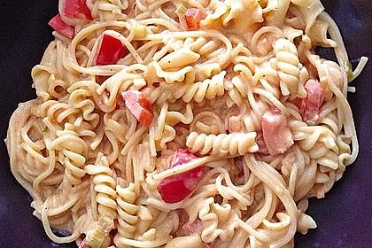 Spaghetti in cremiger Paprika - Tomaten - Frühlingszwiebel - Sauce 41