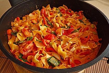 Spaghetti in cremiger Paprika - Tomaten - Frühlingszwiebel - Sauce 1