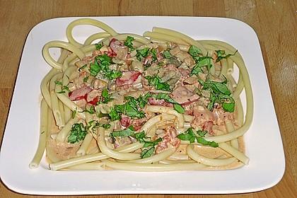 Spaghetti in cremiger Paprika - Tomaten - Frühlingszwiebel - Sauce 32