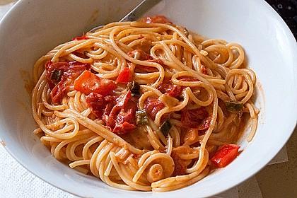 Spaghetti in cremiger Paprika - Tomaten - Frühlingszwiebel - Sauce 8
