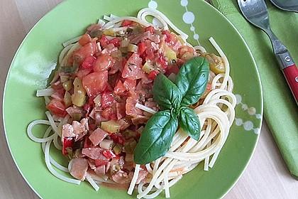 Spaghetti in cremiger Paprika - Tomaten - Frühlingszwiebel - Sauce 5